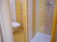 Sprchový kout a WC