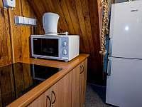 Kompaktní a plně vybavená kuchyně - chata k pronajmutí Podhradí nad Dyjí