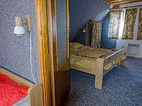 Průchod mezi ložnicemi - Podhradí nad Dyjí