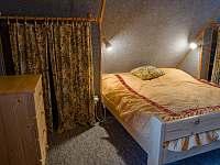 První ložnice v podkroví - pronájem chaty Podhradí nad Dyjí