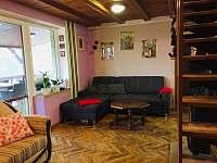 Obývací pokoj s kuchyní - chata k pronájmu Buchlovice - Smraďavka