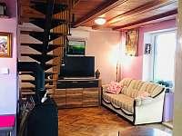 Obývací pokoj s kuchyní - chata k pronajmutí Buchlovice - Smraďavka