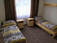 Pokoj s jednolůžkovými postelemi - apartmán k pronájmu Sloup