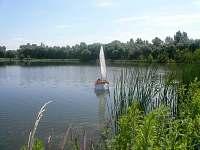 letní pohoda,rybník za domem