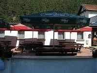 Králinda - venkovní posezení u restaurace