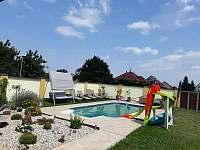 zahrada s bazénem - apartmán ubytování Lednice