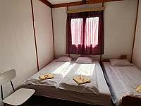 2.ložnice v horní části chaty - k pronájmu Oslnovice - Chmelnice