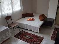 Ložnice v dolní části chaty - Oslnovice - Chmelnice