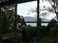 výhled do okolí, z lodžie na rybník a Pálavské kopce - chata k pronajmutí Strachotín