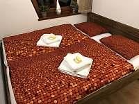 Druhá manželská postel z masivu s matracemi z líné pěny ložnice 1 - Velké Pavlovice