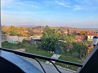 výhled z ložnice - apartmán k pronájmu Velké Pavlovice