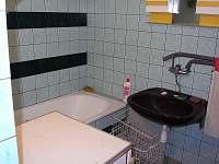Koupelna v suterenu - chata k pronájmu Ruprechtov