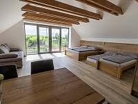 Garsoniéra 1 patro - výhled na vinohrady - Bavory