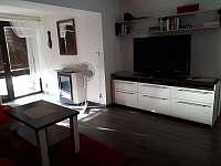 Obývací pokoj s jídelnou - rekreační dům k pronajmutí Valtice
