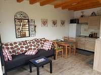 Přízemí domu s kuchyní a posezením - chata k pronajmutí Hlohovec