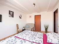 Dvoulůžkový pokoj v patře - ubytování Křepice