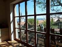 Francouzské okno s průchodem na terasu
