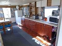 kuchyňská linka - chata ubytování Roštín