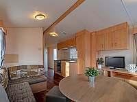 obývací pokoj s kuchyní foto 2