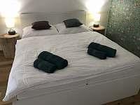 Ložnice s manželskou postelí - Mutěnice
