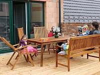Pohodička na terase s kafíčkem a polohovacími křesílky;) - apartmán k pronájmu Zaječí