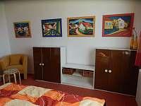 Pokoj s manželskou postelí - pronájem chalupy Rudice