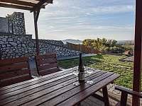 Terasa bungalovu - chatky k pronajmutí Zaječí