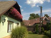 Pohled na zahradu - chalupa ubytování Suchý