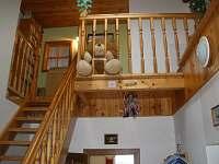 schodiště - chalupa k pronájmu Suchý