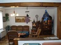 Společenská místnost neboli obývák s krbem - Suchý