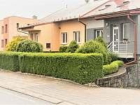 2 parkovací místa před domem - apartmán ubytování Podomí