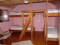 spaní v chatce