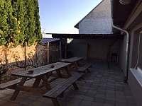 dvorek - chalupa ubytování Zaječí