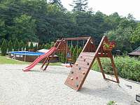 dětské hřiště a bazén - Rusava