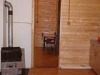 pohled z kuchyně do haly