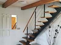 """""""Sklep Kostelec"""" - schody do podkrovní části ubytování - pronájem chaty"""