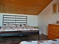pokoj podkroví 5 postelí - Moravská Nová Ves
