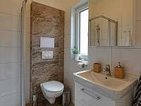 Koupelna s WC - apartmán ubytování Dolní Dunajovice