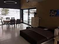 jídelna s obývacím pokojem