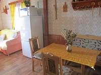 jídelna s obývacím koutem