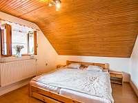 Malovaný dvoreček - neprůchozí pokoj v patře (manželská postel) - Dolní Dunajovice