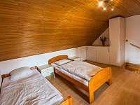 Malovaný dvoreček - průchozí pokoj (3 lůžka) - apartmán k pronájmu Dolní Dunajovice