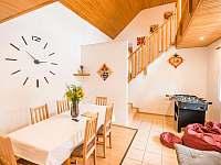 Malovaný dvůr - obývací pokoj - apartmán ubytování Dolní Dunajovice
