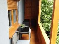 Sezení na verandě - chata k pronajmutí Bítov