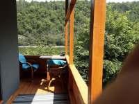 Sezení na verandě - chata k pronájmu Bítov