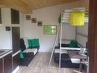 Spací část -2x rozkládací pohovky + 1x patrová postel - chata k pronajmutí Bítov