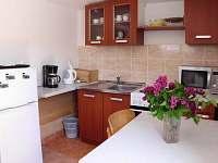Kuchyně v APARTMANU - Strachotín