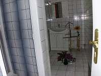Velká koupelna k pokoji 3 přes chodbu