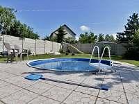 bazén na zahradě plně k dispozici