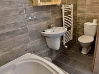 koupelna  s vanou v přízemí